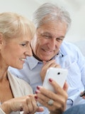 8 Easiest Smartphones To Use For Seniors and The Elderly