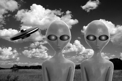 aliens, two, monster, martians, fiction, white, black, ufo, unidentified, paranormal, meadow, humanoid, spaceship, green, mysterious, roswell, civilization, et, creature, Roswell UFO Conspiracy and 5 Other Alien Conspiracy Theories