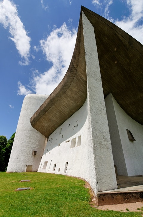hill, france, white, landmark, bright, sunny, top, ronchamp, building, church, famous, haut, architecture, mountain, religion, dame, plaster, vosges, notre 11 Most Famous Architects In The World