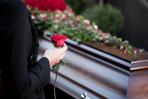 death, coffin, flower, casket, grief, mourning, dying, rose, die, graveyard, woman, red, dolor, cemetery, pass away, floral wreath, undertaker, funeral parlor, relative, people,