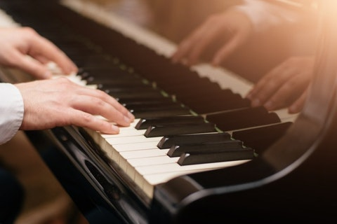 easy piano songs that sound complicated