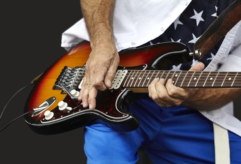 11 Easiest Electric Guitar Solos That Sound Good